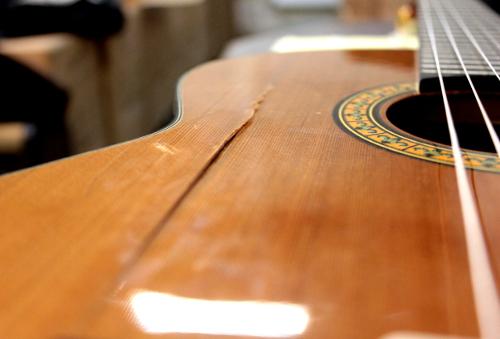 klejenie gitary klasycznej w gitarze klasycznej